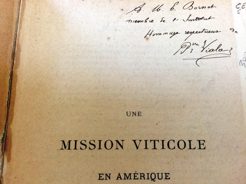 La nostra è una copia preziosa: come si vede in alto a destra, sul frontespizio, c'è l'autografo dello stesso autore, Pierre Viala.