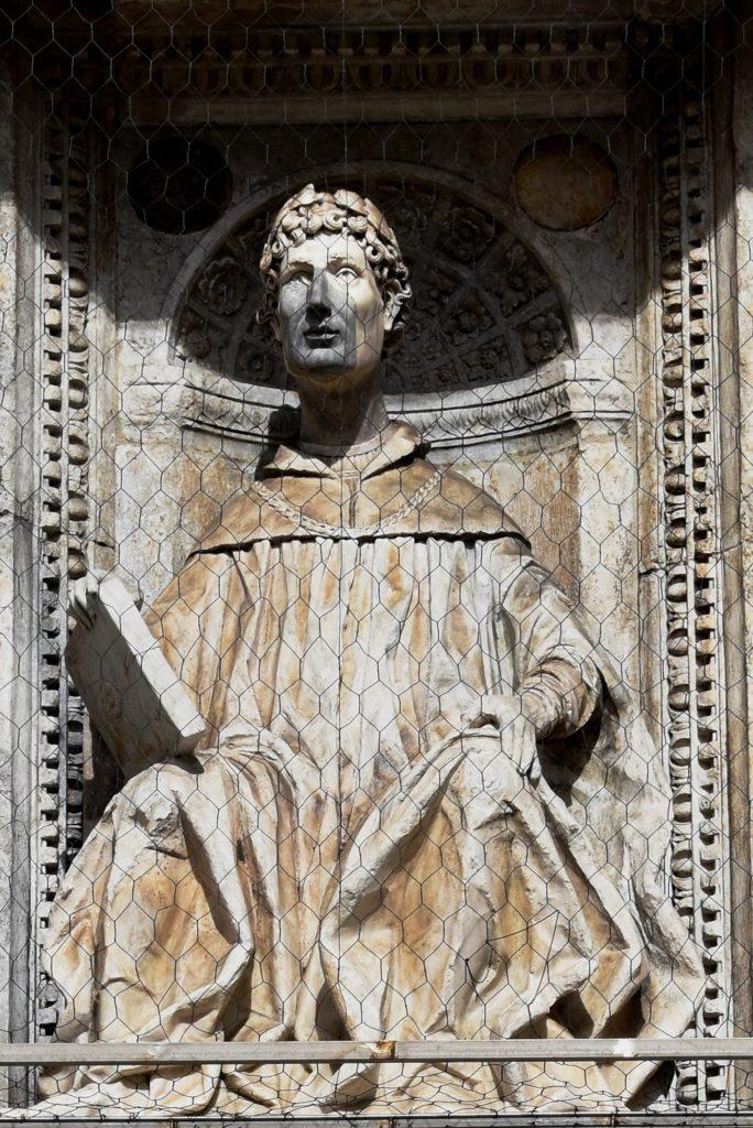 Plinio_il_Giovane sulla facciata del Duomo di COmo
